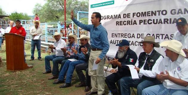 Benítez Vélez enfatizó que el presidente de México, Enrique Peña Nieto y el Secretario Enrique Martínez y Martínez le están cumpliendo al campo michoacano, con acciones concretas que generan progreso y bienestar