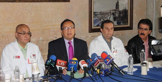 El secretario de Salud en Michoacán, Carlos Aranza Doniz en conferencia de prensa, quien señaló que se instruyó a cada uno de los directores para conformar un grupo de atención en los hospitales