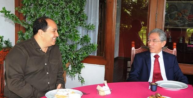 Lázaro Cárdenas felicitó a Salvador Jara por su arribo al Ejecutivo estatal y le deseó el mayor de los éxitos en la tarea de conducir al estado, que afirmó, representa una enorme responsabilidad