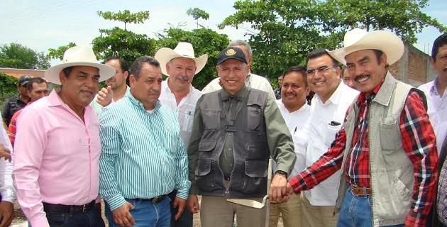 El Ayuntamiento de Coahuayana donó terreno a SAGARPA, donde la dependencia federal habilitará espacios para la recreación de los jóvenes, un teatro al aire libre y un centro de capacitación para campesinos y productores