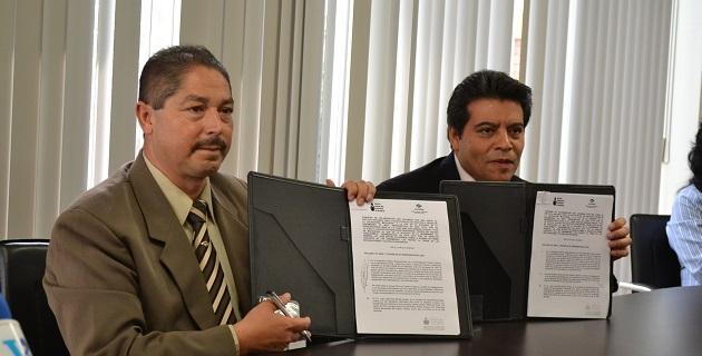 El convenio fue signado por José Arturo Villaseñor Gómez, director general del Conalep Michoacán, y Juan José Díaz Barriga Vargas, delegado del INEA en el estado
