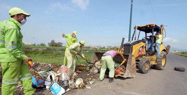 Este miércoles concluyó la limpieza de un terrero situado junto al bordo del río en la Avenida Miguel Hidalgo y Costilla, de donde se recogieron aproximadamente 20 toneladas de basura