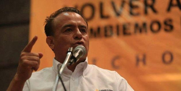 Es imposible  creer que Fausto Vallejo no estuviera informado de los enredos de su hijo, por lo que lo hace cómplice de que el crimen organizado haya traspasado las instituciones de Michoacán: Sigala Páez