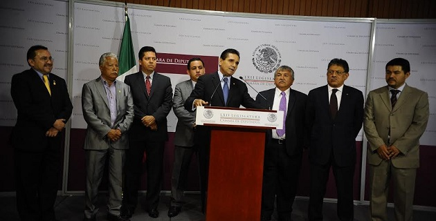 El diputado federal mencionó que son muchas voces locales que expresan que se ha relajado el tema de la seguridad en Michoacán, que el comisionado bajó la guardia y se ha dedicado un poco más a la socialité
