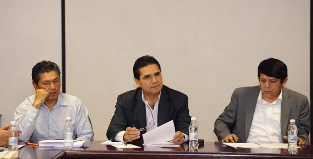 Aureoles Conejo recordó que ya van casi 6 meses desde que se comprometieron 45 mil mdp para Michoacán, mismos que aún no se han canalizado, generando desconfianza entre los michoacanos