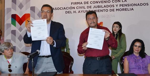 Lázaro Medina comentó que a través de la firma este convenio, la administración que encabeza garantiza el reconocimiento permanente a los jubilados y pensionados mediante el contacto directo con los representantes
