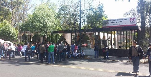 Miembros del magisterio michoacano continúan con las movilizaciones para exigir pagos que no les han hecho las autoridades estatales