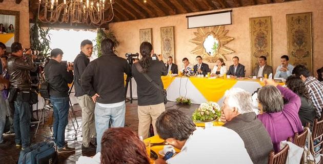 Aureoles Conejo exhortó a los gobiernos federal y estatal a trabajar de la mano con el gremio periodístico para renovar la confianza y lograr las condiciones mínimas de seguridad y tranquilidad
