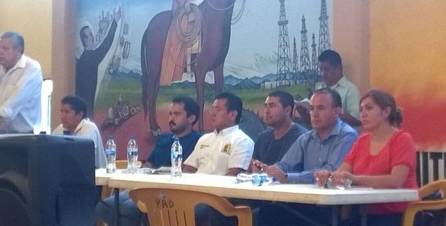 Michoacán tiene un compromiso histórico en la defensa de la soberanía popular, señaló Torres Piña, quien reiteró que son mentiras de la Federación los supuestos beneficios de la reforma energética