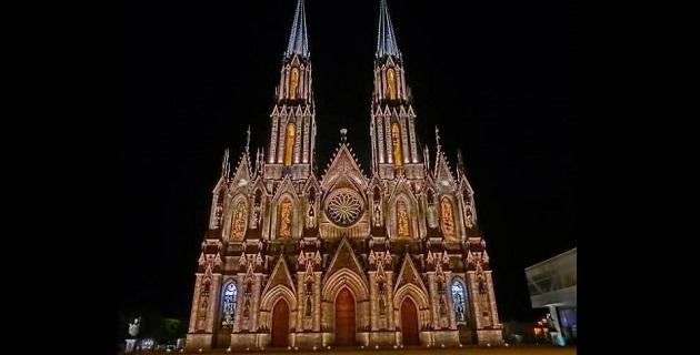 La iglesia de estilo gótico, que es comparada con la Catedral de Burgos, en España, o la de Colonia, en Alemania, pero especialmente con la de San Patricio, en Nueva York, había estado abandonada durante siete décadas