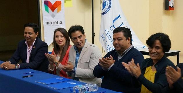 Previo a la signa del acuerdo, el secretario de Administración de Morelia, Miguel Ángel Huerta, resaltó la garantía de calidad que la administración municipal brinda a la sociedad, sobre todo, al contar con la Certificación Iso 9001- 2008