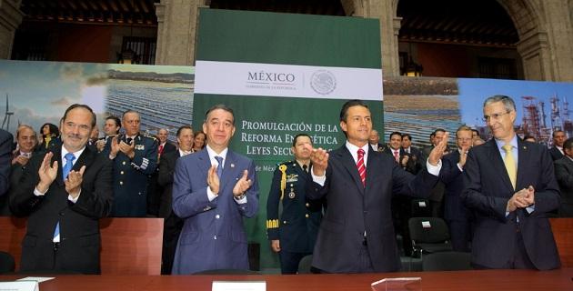 La reforma energética establece un nuevo desarrollo de la industria, abre las puertas a nuevas inversiones y a tecnología de punta, lo que se reflejará en el bolsillo de las familias mexicanas, aseguró el mandatario federal