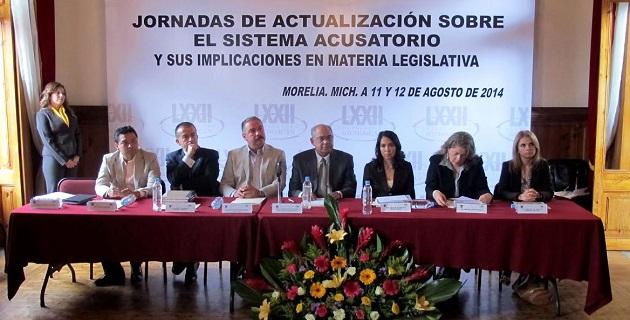 El objetivo de que los asesores técnicos del Congreso del Estado de Michoacán hagan propias las características básicas del sistema acusatorio y su regulación en la Constitución