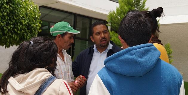 En visita a la colonia Satélite, Montañez Espinosa escuchó las necesidades de los vecinos en materia de agua potable y otros servicios públicos; ofreció gestoría para atender los problemas