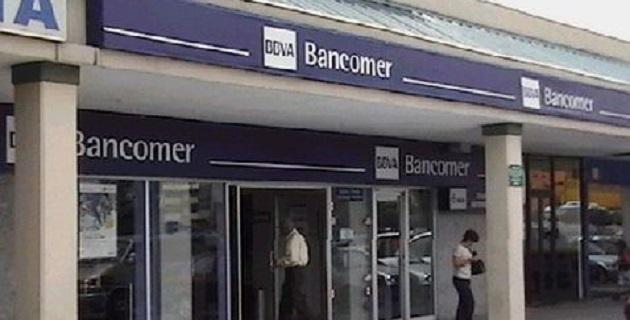 El secretario de Seguridad Pública capitalina, Jesús Rodríguez Almeida, explicó que los presuntos delincuentes falsificaron identificaciones para presentarse en la sucursal de Bancomer localizada en la calle Corregidora
