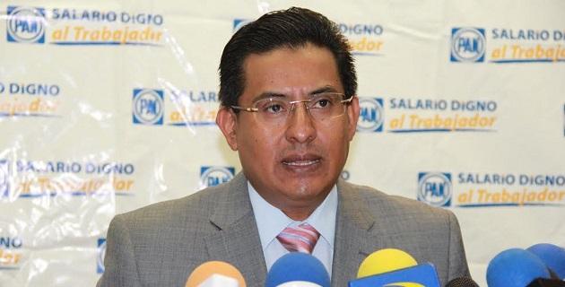 En torno a la posibilidad de que aparezcan los precandidatos del PAN al gobierno de Michoacán en videos con líderes delincuenciales, Chávez Zavala descartó categóricamente esa posibilidad y señaló que metería la mano al fuego por ellos