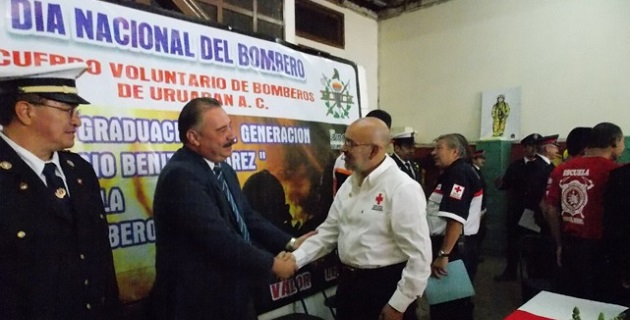 Benítez Suárez apadrinó a la nueva generación de bomberos en el municipio de Uruapan