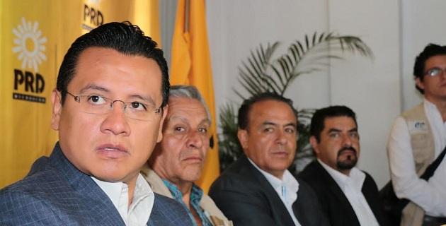 El comisionado Alfredo Castillo y sus colaboradores quedan exhibidos, ya que en la conformación de las nuevas corporaciones jamás implementaron mecanismos adecuados para la selección de los integrantes de las fuerzas policiales: PRD