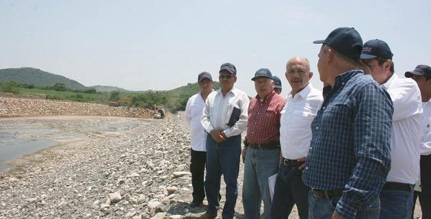Pimentel González puntualizó que conforme crece la población, el uso de los recursos hidráulicos tiene mayor demanda y se incrementa el aprovechamiento de aguas superficiales y de las zonas aledañas a los cauces