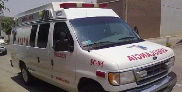 Un automóvil se incendió al chocar contra otra unidad motriz, incidente que ocasionó una carambola vehicular que dejó tres personas lesionadas sobre la avenida Madero Poniente