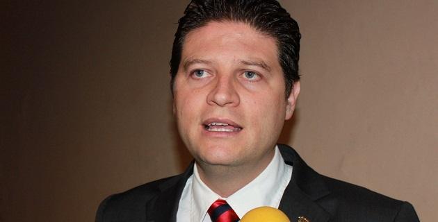 Martínez Alcázar acudió al Segundo Informe de Actividades Legislativas del senador Salvador Vega; aseguró que los michoacanos están bien representados por panistas en el Senado, la Cámara de Diputados y el Congreso del Estado