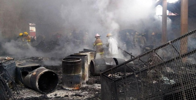 Personal estatal de bomberos, así como de rescate y salvamento, combatieron al fuego de dicho establecimiento junto con el cuerpo de bomberos profesional de Uruapan, además de voluntarios y elementos de la Policía Federal