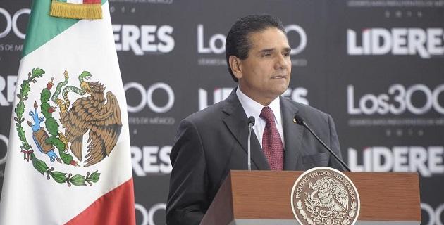 El diputado federal michoacano destacó el reto que se tiene de avanzar en la equidad de género, ya que de los 300 reconocidos sólo el 8 por ciento son mujeres