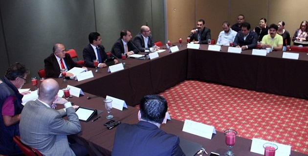 La LXXII Legislatura reitera su compromiso con el desarrollo económico del Puerto Lázaro Cárdenas, dijo el diputado del PRI, Antonio Sosa López.