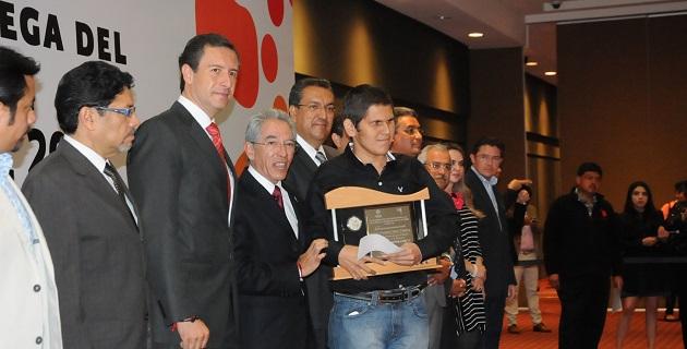 Jara Guerrero hizo entrega del Premio Estatal al Mérito Juvenil a 16 michoacanos talentosos