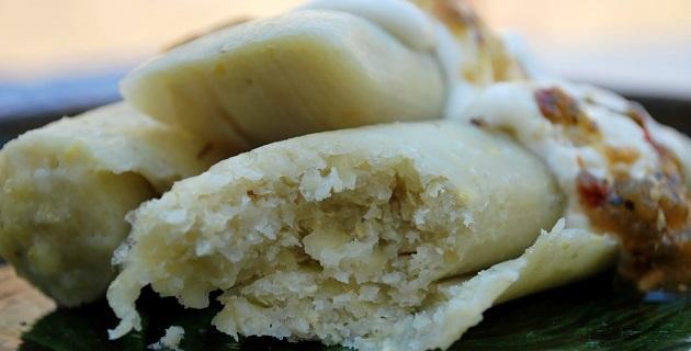 Los uchepos son tamales suaves hechos a base de elote tierno, los cuales no llevan más ingredientes que sal, azúcar y royal (pueden ser salados o dulces)