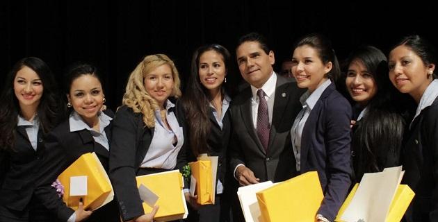 Aureoles Conejo refrendó su compromiso con los jóvenes michoacanos, pues señaló que independientemente de colores e ideologías se debe trabajar a favor de Michoacán
