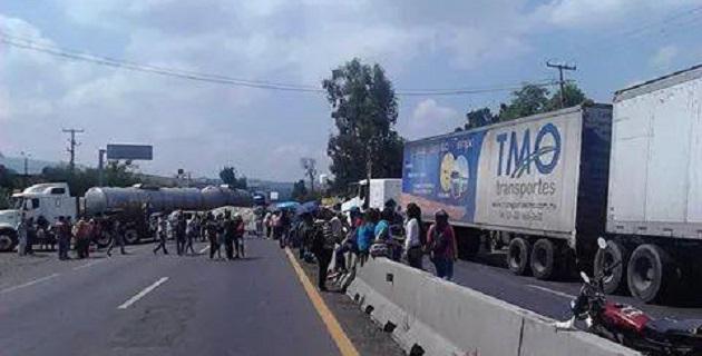 Una intensa carga vehicular se registra en la zona de la Salida a Pátzcuaro, se recomienda evitar circular por ahí (FOTO: FRANCISCO ALBERTO SOTOMAYOR)