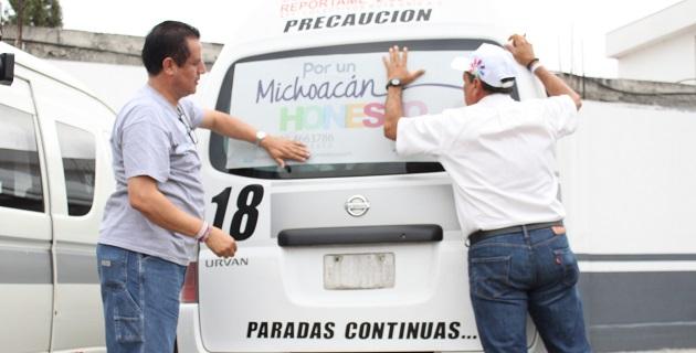 Personal de la Coordinación de Contraloría de Michoacán, encabezado por el titular Gabriel Montiel Aguilar, se dio cita en la Base de la Ruta Gris, para dar a conocer a los choferes y dirigentes los principios y acciones de esta campaña