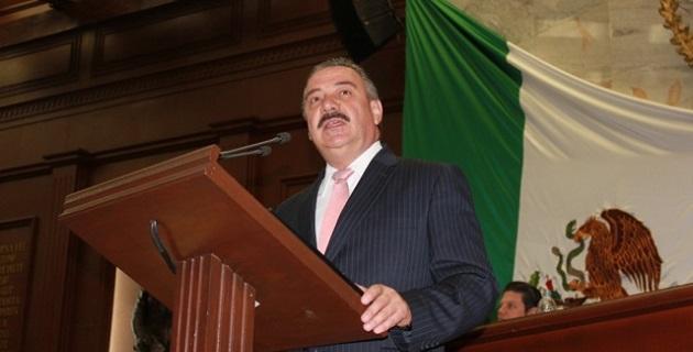 Sergio Benítez recordó que el año pasado, a fin de que se levantara un plantón de la CNTE, el Ejecutivo estatal entregó más de 200 mdp a esa organización