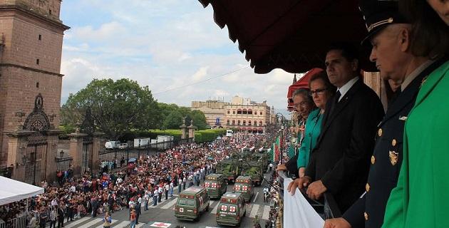 Aureoles Conejo asistió como invitado distinguido al acto cívico y desfile conmemorativo del CCXLIX Aniversario del Natalicio de José María Morelos y Pavón