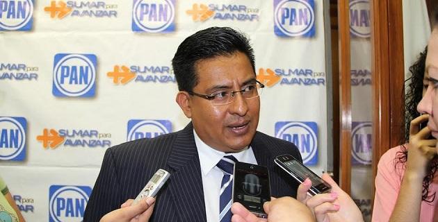 Para Chávez Zavala, es reprobable que Castillo Cervantes haya impulsado al titular de la SSP, Carlos Hugo Castellanos, para que se haya convertido en consejero político estatal del PRI en el estado