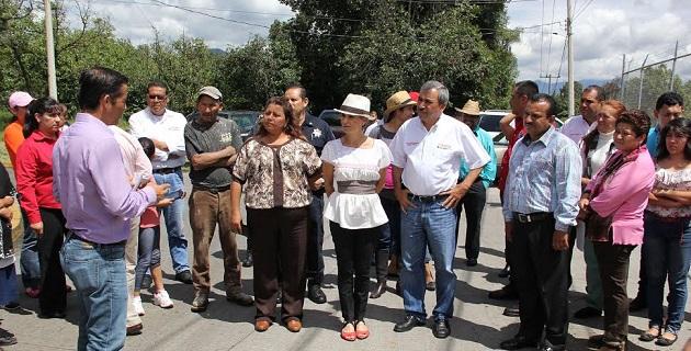 Macías Alejandres también entregó espacios educativos y otra obra de beneficio agrícola