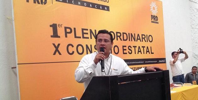 """""""Los michoacanos están volviendo a creer, como lo demuestran las encuestas"""", Carlos Torres Piña; vamos a reforzar nuestras estructuras y ampliar nuestra relación con la sociedad, añadió"""