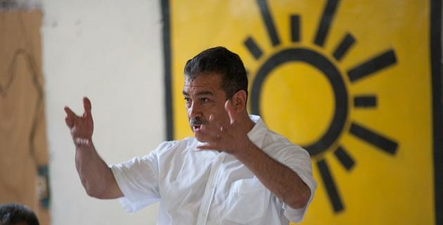 Construir una propuesta de la mano de los ciudadanos o seguir siendo colaborador del poder, eso es lo que está en juego en el partido, comentó Raúl Morón