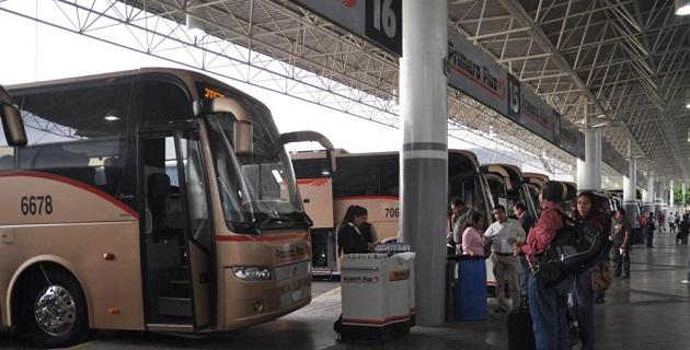 Ahora los normalistas han estado secuestrando autobuses con el pretexto de que los emplearán para trasladarse a la ciudad de Iguala, Guerrero, donde participarán en acciones de a la Escuela Normal de Ayotzinapa