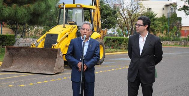 Sabemos de la importancia que tiene por un lado el reactivar la economía y si no pagamos a los constructores no podíamos seguir construyendo, comentó Salvador Jara
