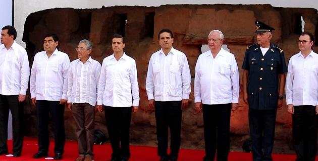 Aureoles Conejo acompañó a Enrique Peña Nieto durante su visita a la perla de la Tierra Caliente en Michoacán