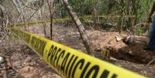 En el lugar, los elementos encontraron un calzado deportivo y partes de restos humanos esparcidos en un diámetro de 6 metros por lo que se solicitó la presencia del agente del Ministerio Público