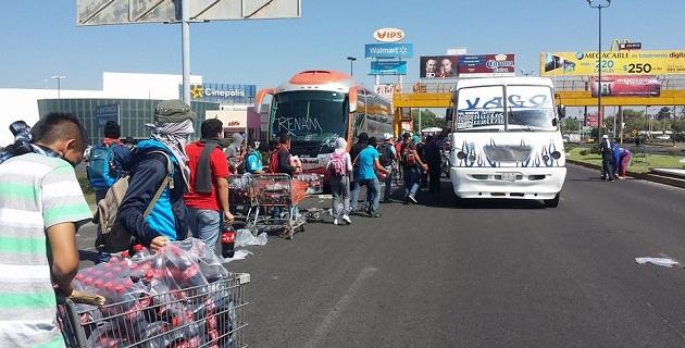 Para los normalistas de Michoacán no hay comisionado, gobernador, secretario de Gobierno, SSP o PGJE (FOTO: FRANCISCO ALBERTO SOTOMAYOR).