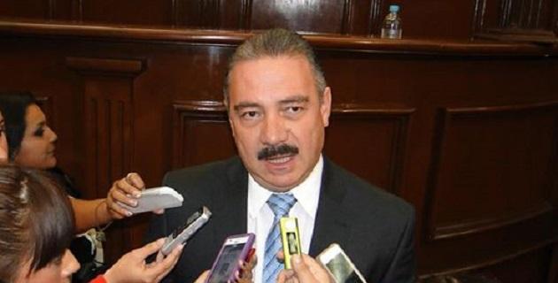 Es urgente que la administración estatal cubra los adeudos que tiene con los gobiernos municipales correspondientes a 2012, 2013 y 2014, señaló Benítez Suárez