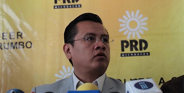 Cabe destacar que las y los militantes del PRD, han sido pioneros en esta lucha, por lo que el partido reiteró su compromiso político con las mujeres y la sociedad michoacana, señaló Carlos Torres Piña