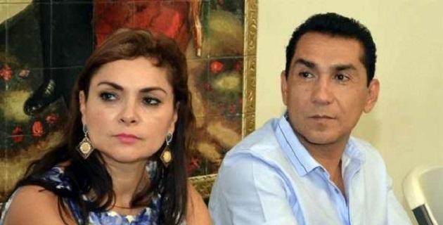 El matrimonio fue señalado por la Procuraduría General de la República de ordenar el pasado 26 y 27 de septiembre el ataque y desaparición en Iguala, Guerrero, de 43 normalistas de Ayotzinapa