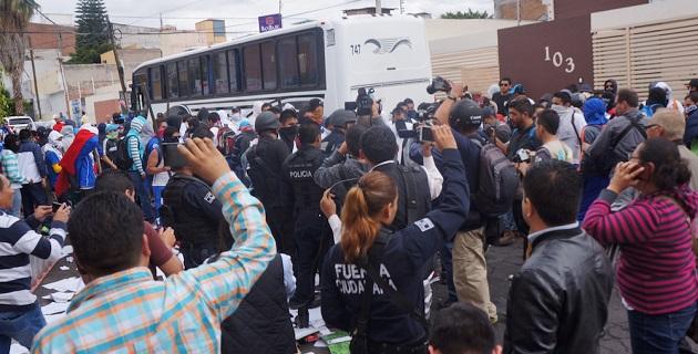 """Salvador Jara justificó que no buscan las autoridades convertir a Michoacán en un estado más violento al reprimir manifestaciones, """"se debe actuar con prudencia e inteligencia"""" para evitar confrontaciones entre policías y normalistas"""