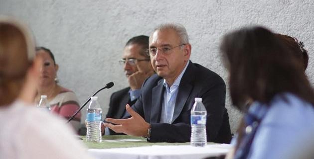 """Vega Casillas indicó a representantes del sector salud que aprecia y valora su trabajo, porque """"ante un gobierno ausente en Michoacán, la salud se atiende por la vocación de ustedes y sus compañeros"""""""
