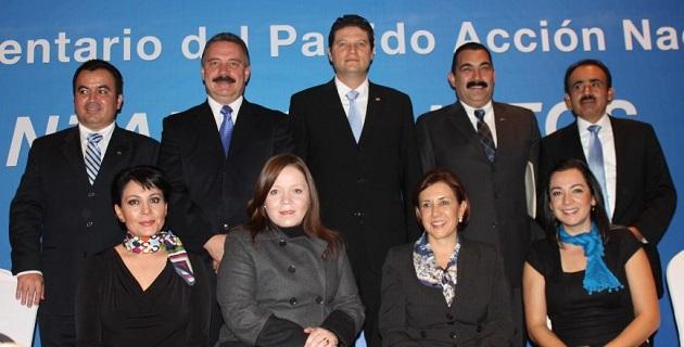 Cinco integrantes de la bancada panista en el Congreso del Estado señalaron que la renuncia de Martínez Alcázar es una gran pérdida para el partido, pero dijeron respetar y apoyar su decisión